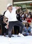 """Cantor Chris Brown faz apresentação no programa """"Today"""" da NBC, em Nova York. Um exame de sangue apontou que o cantor Chris Brown usou maconha, o que levou uma juíza de Los Angeles a marcar uma audiência judicial, em novembro, que irá decidir se ele violou os termos da liberdade condicional à qual foi submetido por agredir sua então namorada Rihanna. 08/06/2012 REUTERS/Brendan McDermid"""