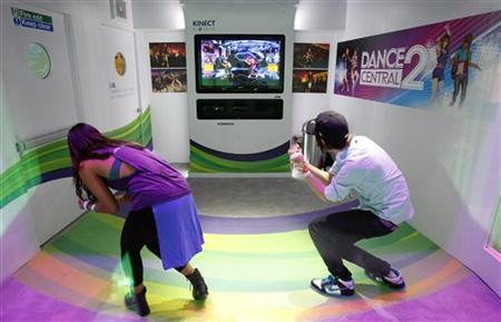 Attendees play the Dance Central 2 for the Xbox 360 Kinect during the Electronic Entertainment Expo, or E3, in Los Angeles June 7, 2011. REUTERS/Mario Anzuoni