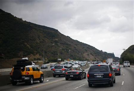 Traffic is seen on the 405 Freeway in Los Angeles, California July 14, 2011. REUTERS/Eric Thayer