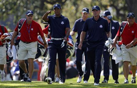 U.S. golfers Tiger Woods (L), Jim Furyk (C) and Steve Stricker walk off the fourth tee during a practice round at the 39th Ryder Cup golf matches at the Medinah Country Club in Medinah, Illinois, September 25, 2012. REUTERS/Matt Sullivan