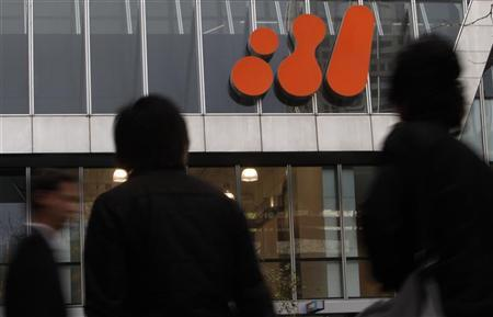 Pedestrians walk past the head office of BHP Billiton in central Melbourne September 22, 2010. REUTERS/Mick Tsikas