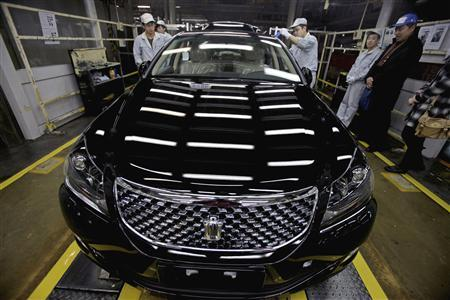 Employees inspect newly-produced cars at a Toyota factory in Tianjin, March 23, 2012. REUTERS/Stringer