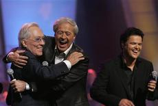 Andy Williams (L) gets a hug from Wayne Osmond during a 50th anniversary show at the Orleans hotel-casino in Las Vegas, Nevada in this August 13, 2007 file photo. REUTERS/Steve Marcus/Files