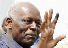 Angola's President Jose Eduardo dos Santos shows off his inked finger to photographers after casting his vote during national elections in the capital Luanda, August 31, 2012. REUTERS/Siphiwe Sibeko