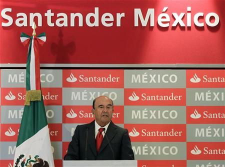 Emilio Botin, chairman of Spain's largest bank Santander, gives a speech during a news conference at a hotel in Mexico City September 4, 2012. Spanish bank Santander said on Tuesday it would seek to raise up to 3.4 billion euros ($4.3 billion) through the stock market listing of a quarter of its Mexican unit as it looks to boost capital levels and weather a grinding recession at home. REUTERS/Henry Romero