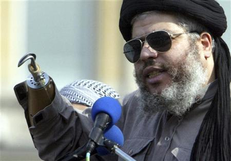 Muslim cleric, Abu Hamza al-Masri, is seen addressing the sixth annual rally for Islam in Trafalgar Square, London in this August 25, 2002 file photograph. REUTERS/Ian Waldie/Files