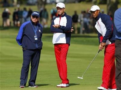 U.S. team captain Davis Love III (C) talks with golfing coach Butch Harmon (L) next to Tiger Woods on the ninth green during a practice round at the 39th Ryder Cup matches at the Medinah Country Club in Medinah, Illinois, September 26, 2012. REUTERS/Mike Blake