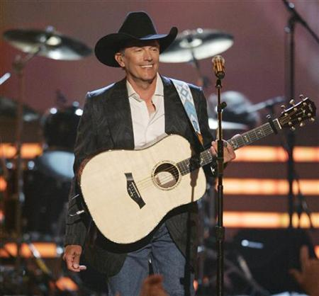 Singer George Strait performs at the 43rd Annual Academy of Country Music Awards show in Las Vegas, Nevada May 18, 2008. REUTERS/Steve Marcus