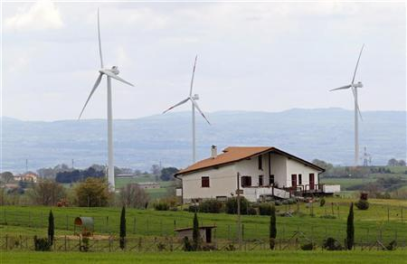 Wind turbines are seen near the village of Piansano, 90 km (60 miles) north of Rome, April 16, 2012. REUTERS/Max Rossi