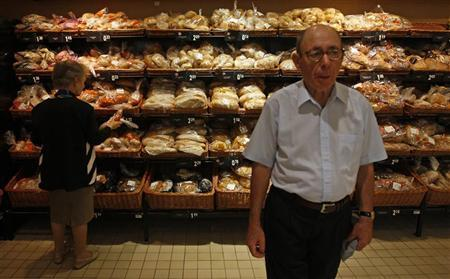 A woman buys bread on a supermarket in Lisbon August 30, 2011. REUTERS/Jose Manuel Ribeiro
