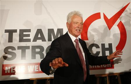 Austrian businessmen and billionaire Frank Stronach gestures as he answers journalists questions after a news conference in Vienna September 27, 2012. REUTERS/Leonhard Foeger