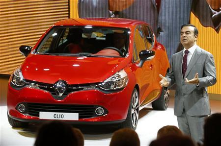 Carlos Ghosn, Chairman and CEO of the Renault-Nissan Alliance, introduces the new Renault Clio model on media day at the Paris Mondial de l'Automobile September 27, 2012. The Paris auto show opens its doors to the public from September 29 to October 14. REUTERS/Jacky Naegelen