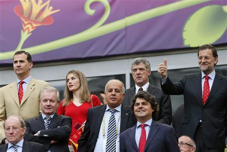 Spain's Prime Minister Mariano Rajoy (R) gives a thumbs-up while standing next to Spanish Football Federation (RFEF) President Angel Maria Villar (2ndR) Spain's Princess Letizia (2nd L) and Spain's Crown Prince Felipe (L) at the start of Group C Euro 2012 soccer match between Spain and Italy at the PGE Arena stadium in Gdansk in this June 10, 2012 file photo. REUTERS/Juan Medina/Files