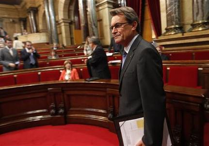 Catalan Regional President Artur Mas arrives for a plenary session at Catalunya's Parliament in Barcelona September 27, 2012. REUTERS/Gustau Nacarino