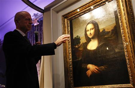 Professor Alessandro Vezzosi, Director of the Museo Ideale Leonardo da Vinci, points to details on a painting attributed to Leonardo da Vinci and representing Mona Lisa during a presentation in Geneva September 27, 2012. REUTERS/Denis Balibouse