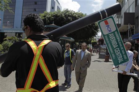 A worker installs the first street sign in Costa Rica at the avenue central in San Jose September 27, 2012. REUTERS/Juan Carlos Ulate