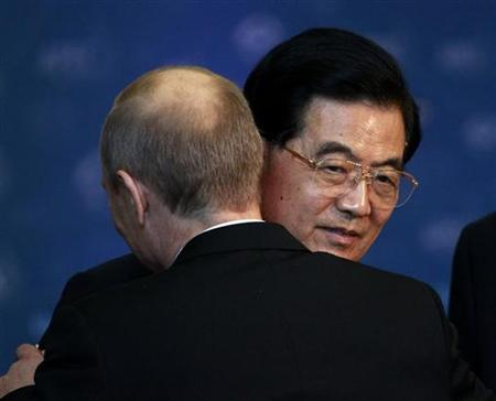 Russia's President Vladimir Putin (L) hugs China's President Hu Jintao before a family photo at the Asia-Pacific Economic Cooperation (APEC) Summit in Vladivostok September 9, 2012. REUTERS/Sergei Karpukhin