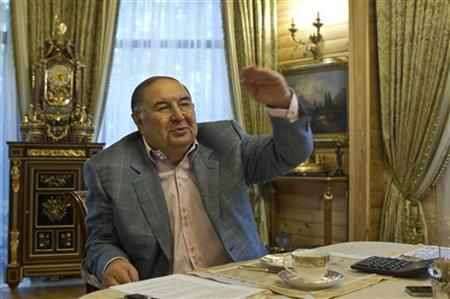Metalloinvest founder Alisher Usmanov gestures during an interview with Reuters journalists at his home outside Moscow September 24, 2012. Picture taken September 24. REUTERS/Maxim Shemetov