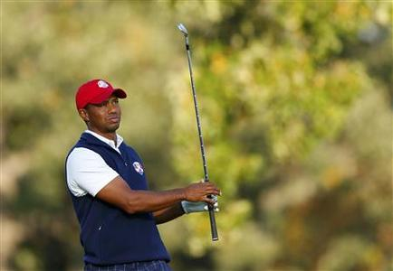 U.S. golfer Tiger Woods hits his tee shot on the 15th hole during the afternoon four-ball round at the 39th Ryder Cup golf matches at the Medinah Country Club in Medinah, Illinois September 28, 2012. REUTERS/Mike Blake
