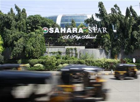 Auto-rickshaws move past a Sahara Star hotel in Mumbai September 18, 2012. REUTERS/Danish Siddiqui
