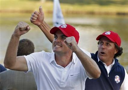 U.S. golfer Phil Mickelson (R) and Keegan Bradley celebrate after defeating Team Europe golfers Rory McIlroy and Graeme McDowell on the 17th green during the afternoon four-ball round at the 39th Ryder Cup matches at the Medinah Country Club in Medinah, Illinois, September 28, 2012. REUTERS/Matt Sullivan