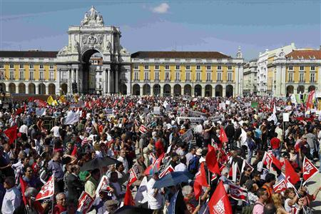 People gather to protest against austerity on Lisbon's main square Praca do Comercio, where most government cabinets are located, September 29, 2012. REUTERS/Jose Manuel Ribeiro