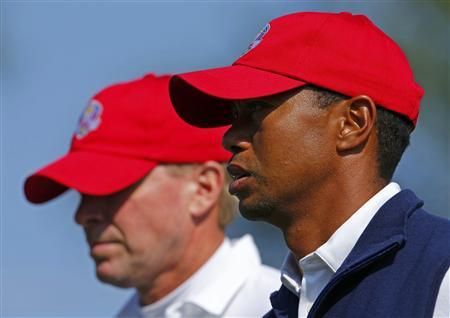 U.S. golfers Tiger Woods (R) and Steve Stricker walk off the sixth tee during the afternoon four-ball round at the 39th Ryder Cup golf matches at the Medinah Country Club in Medinah, Illinois September 28, 2012. REUTERS/Mike Blake