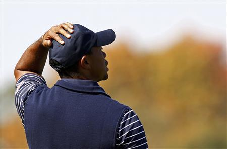 U.S. golfer Tiger Woods reacts after missing a birdie putt to lose the second hole during the afternoon four-ball round at the 39th Ryder Cup golf matches at the Medinah Country Club in Medinah, Illinois, September 29, 2012. REUTERS/Jim Young