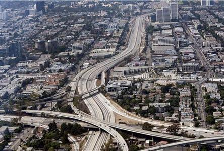 The closed 405 freeway is shown in this aerial photo in Los Angeles, California September 29, 2012. REUTERS/Gina Ferazzi /POOL