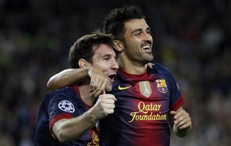 Barcelona's Lionel Messi (L) is congratulated by team mate David Villa after scoring his second goal against Spartak Moscow during their Champions League Group G soccer match at Nou Camp stadium in Barcelona, September 19, 2012. REUTERS/Gustau Nacarino
