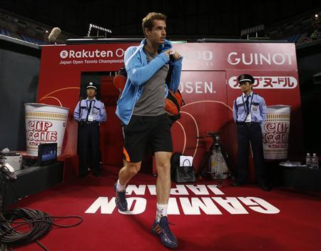 Andy Murray of Britain arrives at his practice session for the Japan Open tennis championships in Tokyo September 30, 2012. REUTERS/Toru Hanai