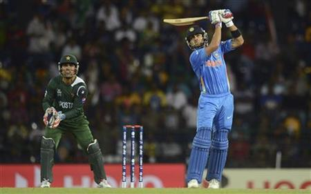 Virat Kohli hits a six watched by Pakistan's Kamran Akmal (L) during the ICC World Twenty20 Super 8 cricket match at the R Premadasa Stadium in Colombo September 30, 2012. REUTERS/Philip Brown