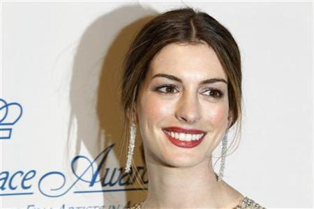 Actress Anne Hathaway poses after presenting an award during the Princess Grace Awards Gala in New York November 1, 2011. REUTERS/Lucas Jackson
