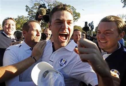 Team Europe golfer Martin Kaymer (C) of Germany celebrates winning his match against U.S. golfer Steve Stricker to retain the Ryder Cup for Europe with teammate Sergio Garcia (L) of Spain during the 39th Ryder Cup singles golf matches at the Medinah Country Club in Medinah, Illinois, September 30, 2012. REUTERS/Jeff Haynes