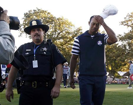 U.S. golfer Tiger Woods leaves the 18th green after halving his match against Team Europe golfer Francesco Molinari of Italy during the 39th Ryder Cup singles golf matches at the Medinah Country Club in Medinah, Illinois, September 30, 2012. REUTERS/Jim Young