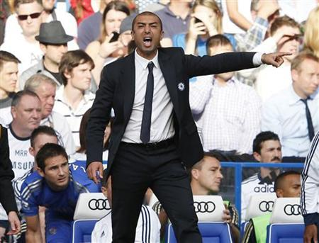 Chelsea's coach Roberto Di Matteo gestures during their English Premier league soccer match against Stoke City at Stamford Bridge in London September 22, 2012. REUTERS/Eddie Keogh