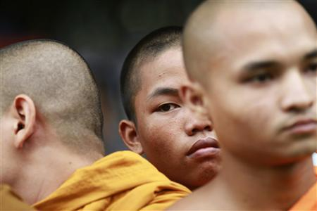 Bangladeshi Buddhist monks protest against attacks on Buddhist temples and homes, in front of national press club in Dhaka September 30, 2012. REUTERS/Andrew Biraj