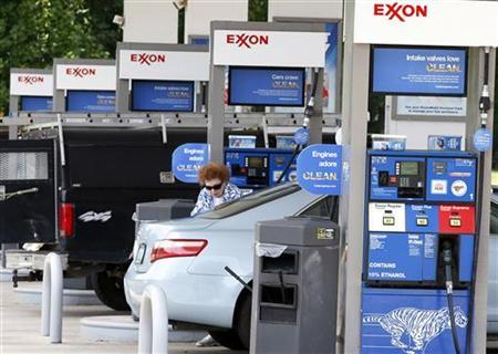 A motorist fills up at an Exxon service station in Burke, Virginia, July 29, 2010. REUTERS/Stelios Varias