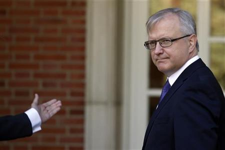 E.U. Economic and Monetary Affairs Commissioner Olli Rehn arrives to meet with Spanish Prime Minister Mariano Rajoy (unseen) at Madrid's Moncloa Palace October 1, 2012. REUTERS/Susana Vera