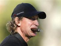 Hockey great Wayne Gretzky smokes a cigar as he plays in a pro-am event at the Chevron World Challenge golf tournament in Thousand Oaks, California, December 1, 2010. REUTERS/Lucy Nicholson