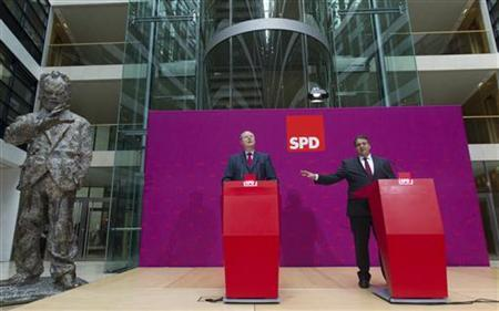 Former German Finance Minister and Social Democrat (SPD) member Peer Steinbrueck (L) and SPD leader Sigmar Gabriel attend a news conference in Berlin after the party board has nominated him run for Chancellor in next year's election, October 1, 2012. REUTERS/Thomas Peter