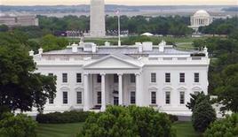 <p>Foto de archivo del edificio de la Casa Blanca en Washington, mayo 1 2011. El sistema informático de la Casa Blanca fue blanco de un ciberataque, informó el lunes un funcionario estadounidense de alto nivel, aunque señaló que no se había logrado acceder a ningún contenido clasificado. REUTERS/Gary Hershorn</p>