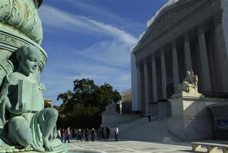 People line up for admission at the U.S. Supreme Court in Washington October 1, 2012. The U.S. Supreme Court, back in session today after its summer recess, is expected to take up a closely watched case that could help it decide whether American judges are empowered to hear lawsuits over human rights atrocities abroad. REUTERS/Gary Cameron