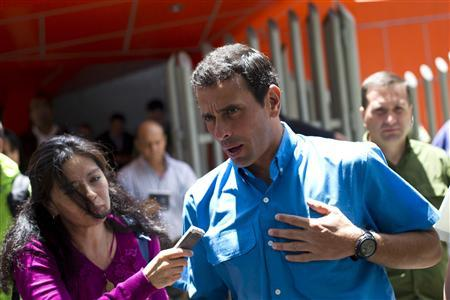 Venezuela's opposition presidential candidate Henrique Capriles talks to the media as he leaves from a news conference in Caracas October 1, 2012. REUTERS/Carlos Garcia Rawlins