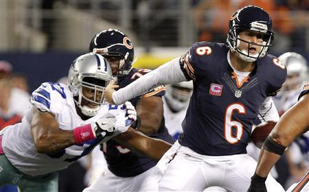 Chicago Bears quarterback Jay Cutler (R) is pressured by Dallas Cowboys linebacker Victor Butler (L) in the first half of their NFL football game in Arlington, Texas, October 1, 2012. REUTERS/Tim Sharp