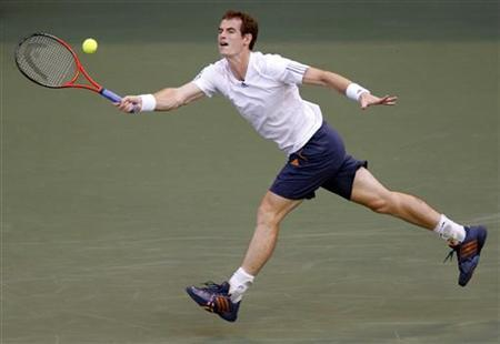 Defending champion Andy Murray of Britain returns a shot against Ivo Karlovic of Croatia at the Japan Open tennis championships in Tokyo October 2, 2012. REUTERS/Kim Kyung-Hoon