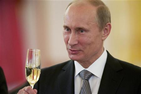 Russian President Vladimir Putin toasts during a ceremony in which the diplomatic credentials of newly appointed ambassadors were accepted at the Kremlin in Moscow September 26, 2012. REUTERS/Alexander Zemlianichenko/Pool