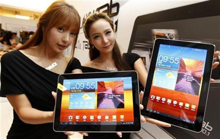 Models hold Samsung Electronics' new tablet 'Galaxy Tab 10.1' as they pose for photographs during its launch ceremony at the company's headquarters in Seoul July 20, 2011. REUTERS/Jo Yong-Hak