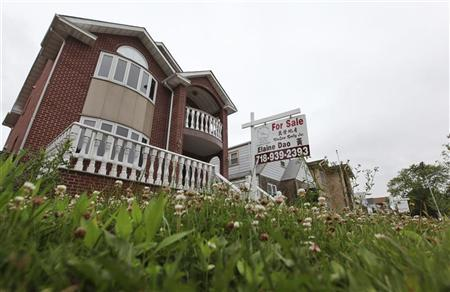 A ''for sale'' sign is seen outside a home in New York June 19, 2012. U.S. housing starts fell in May from a 3-1/2 year high, although permits to build new homes rose sharply, suggesting a nascent housing recovery remains on track. REUTERS/Shannon Stapleton