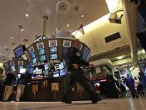 Трейдеры на Нью-Йоркской фондовой бирже, 14 сентября 2012 года. REUTERS/Brendan McDermid